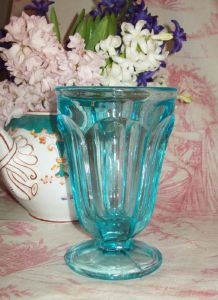 grand verre bleu ancien, coupe à glace, vase, collection