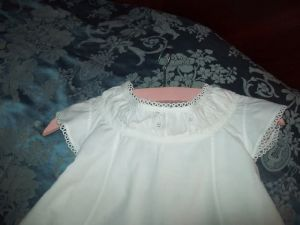 JOLIE PETITE ROBE ENFANT . ANCIENNE BRODEE...POUPEE, PETITE TAILLE