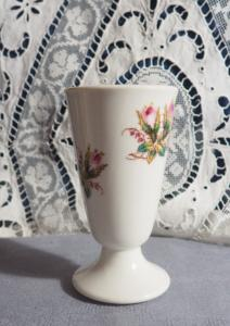Joli mazagran ancien, 19 ème, porcelaine de Paris, roses moussues