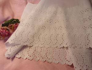 GRAND VOLANT ANCIEN BRODERIE ANGLAISE