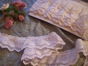 CHARMANTE BRODERIE  ANGLAISE VINTAGE
