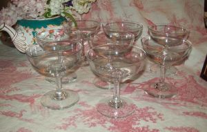 8 COUPES A CHAMPAGNE ANCIENNES