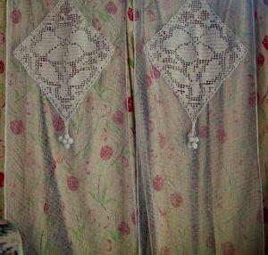 une paire de longs rideaux anciens art deco filet et crochet. Black Bedroom Furniture Sets. Home Design Ideas