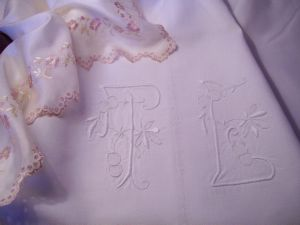 DRAP ANCIEN GRAND MONOGRAMME TL
