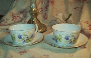 2 TRES JOLIES TASSES ANCIENNES A THE . LIMOGES