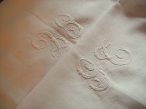 BELLE NAPPE ANCIENNE 2 MONOGRAMMES GT
