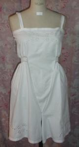 ANCIENNE CHEMISE-CULOTTE FENDUE BRODEE   ***